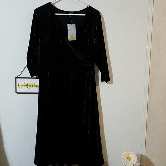 lbisse Dresses & Skirts - NWT beautiful black dress
